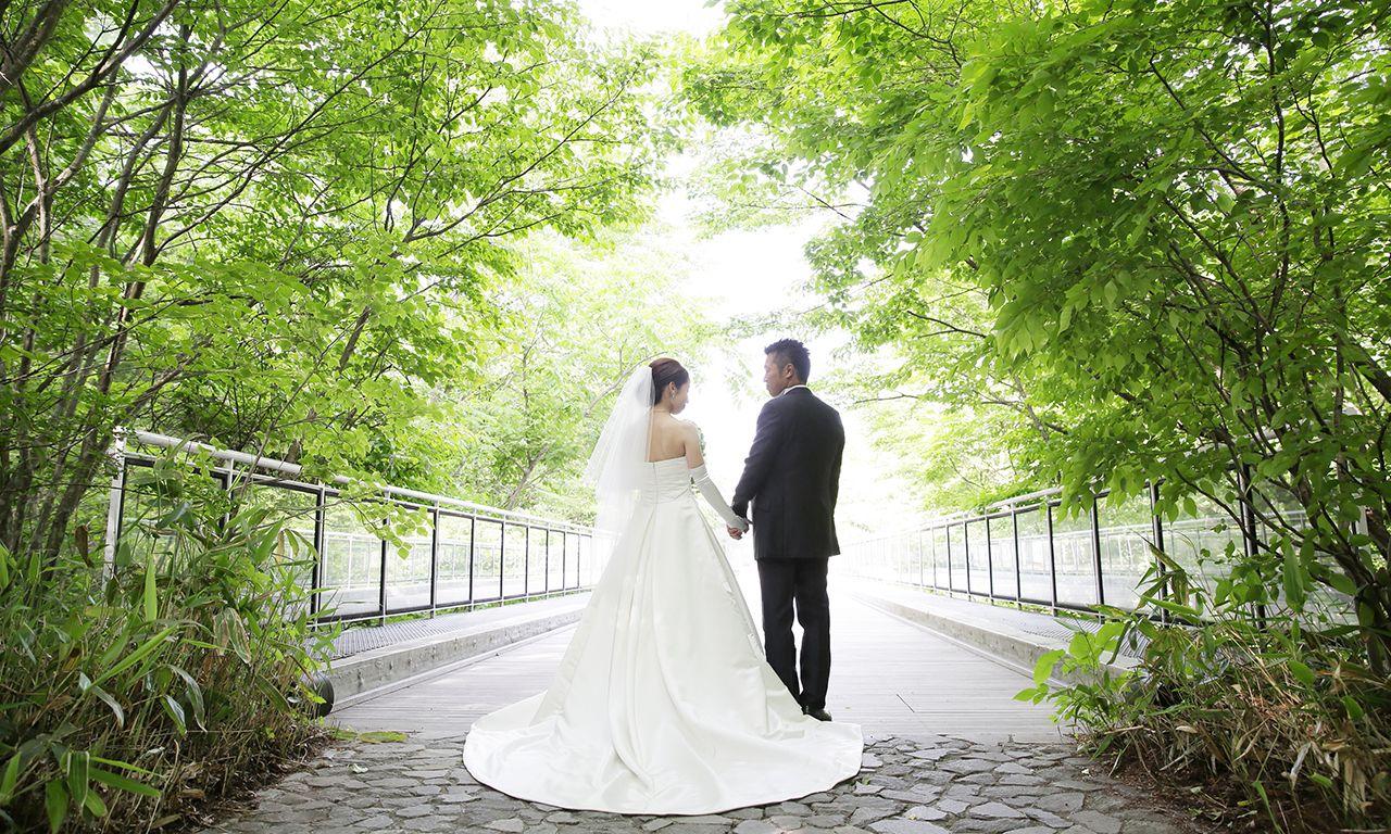 写真:一目惚れの教会で叶えた、ふたりだけでの挙式