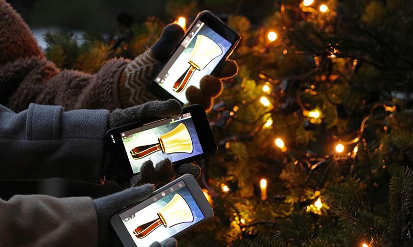 写真:シンボルツリーに明かりを灯す「クリスマスキャロリング」
