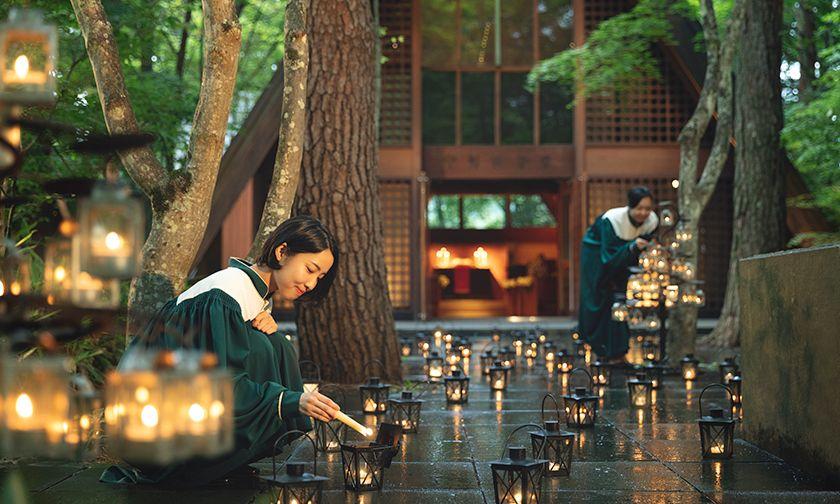 写真:森に光を灯す「灯(ともしび)式」