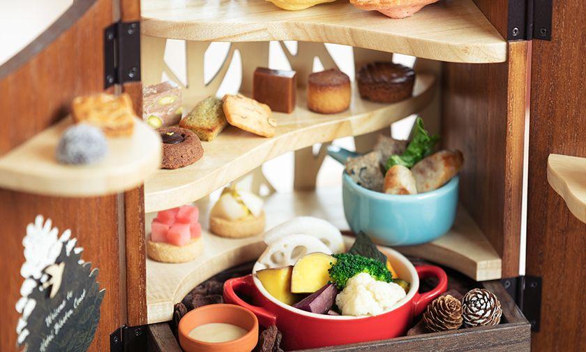 写真:ココットには温かい野菜やシャルキュトリーがいっぱい