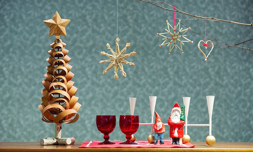 写真:クリスマスの飾り付けを楽しむ