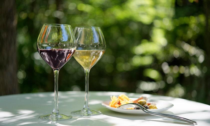写真:じっくりとワインを味わう至福の時間