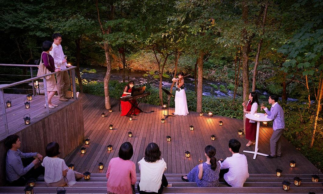 写真:ハルニレテラス 水辺の音楽会