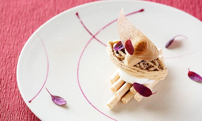 写真:ひと皿の芸術 デザート「秋の香り」
